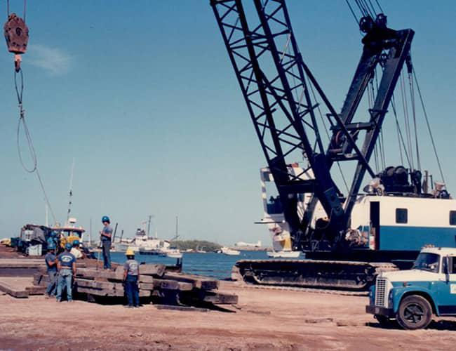 Crane-Barge